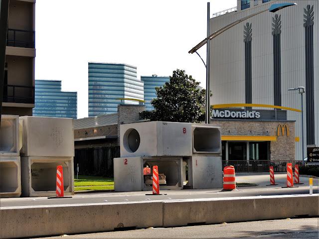 1405 Post Oak Blvd, Houston, TX 77056 - McDonald's