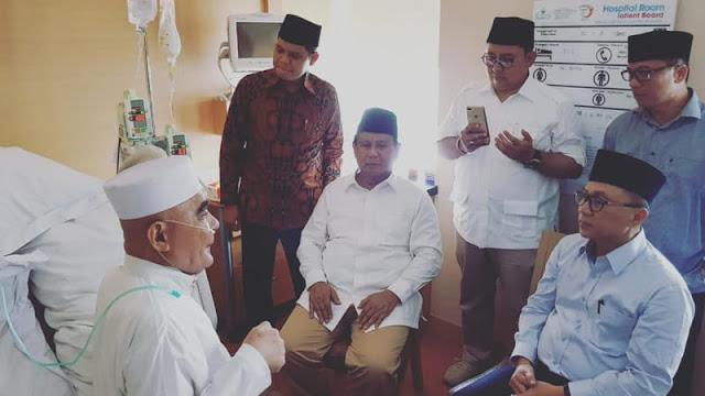 Usai Daftar Jadi Capres, Prabowo Tengok Kiai Maksum di RS MMC Kuningan