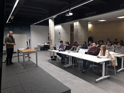 Carlos del Río imparte una charla de design thinking