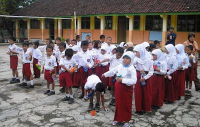 5 Peluang Usaha di Lingkungan Sekolah