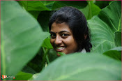 Tholipremalo Movie Stills-thumbnail-13
