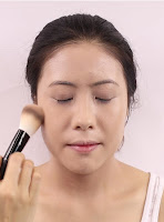 Use rolling technique to apply Banila Co. Prime Primer Finish Powder on her face this will ensure the powder sticks on well.