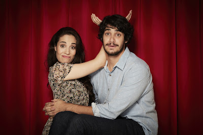 Myra Ruiz e André Madrini, dois dos protagonistas de (Des)Encontros. Crédito: Gustavo Arrais