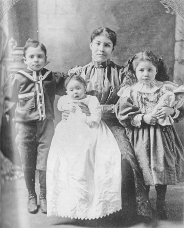 Minnie Moore and children