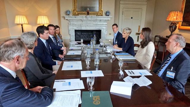 Księżna Kate na spotkaniu w Pałacu Kensington + więcej