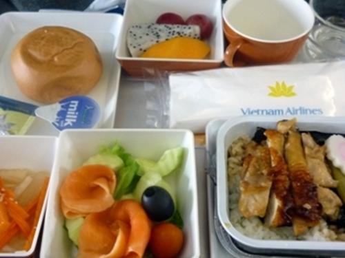 VN0318 ダナン→成田 直行便 エアバスA321 エコノミーシートの機内食