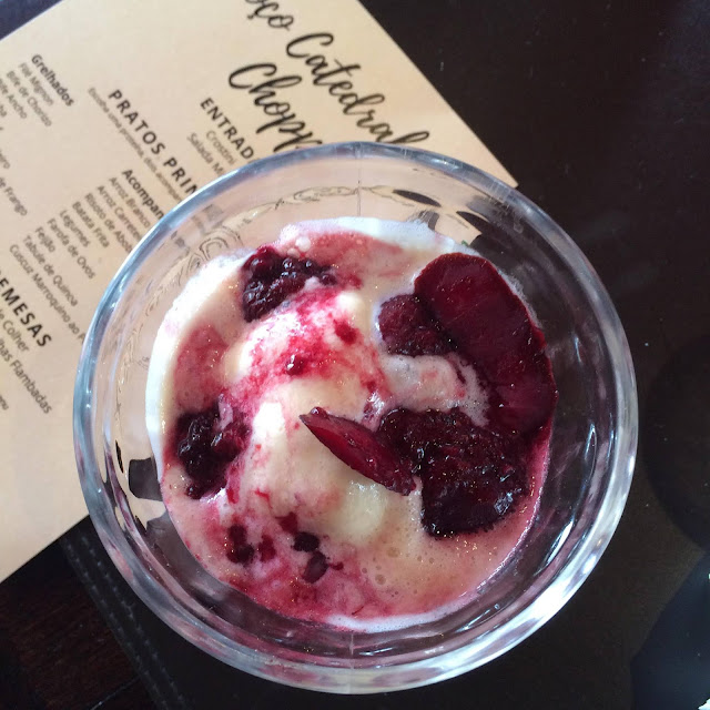 sobremesa almoço catedral do chopp campinas sorvete calda frutas vermelhas
