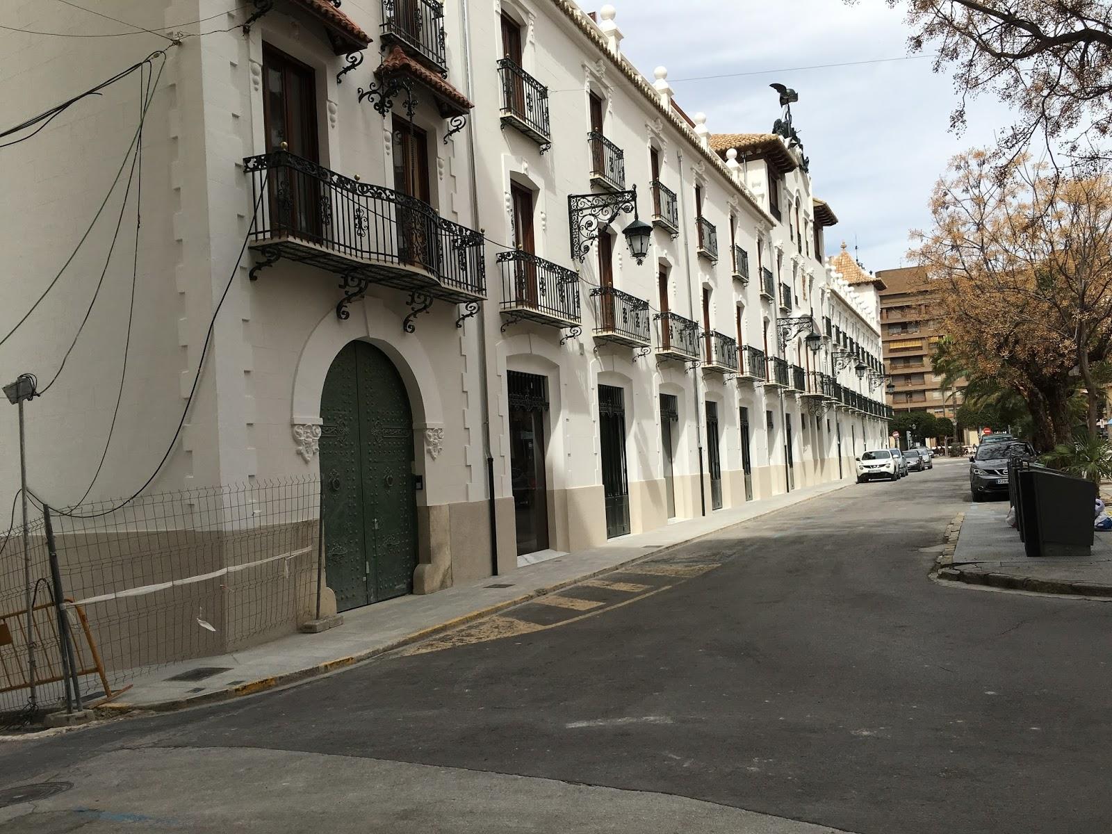 Retiran Las Vallas Del Nuevo Edificio Paduana De Ontinyent Agente