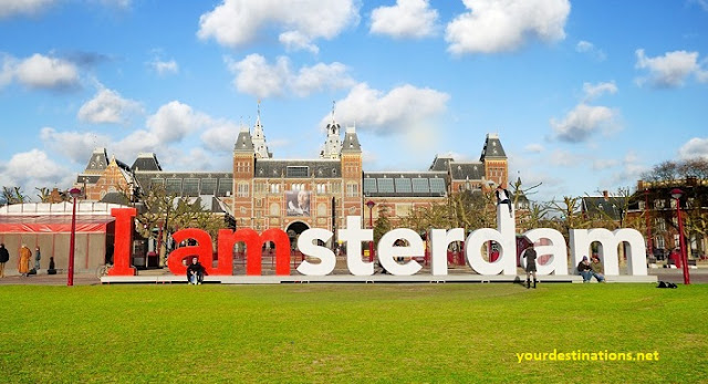 """Statue of the inscription """"I Amsterdam"""""""