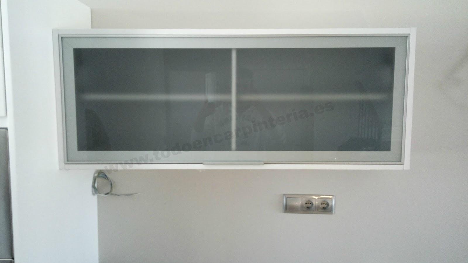 Armario de cocina horizontal con puerta de cristal todo - Puertas de cocina de cristal ...