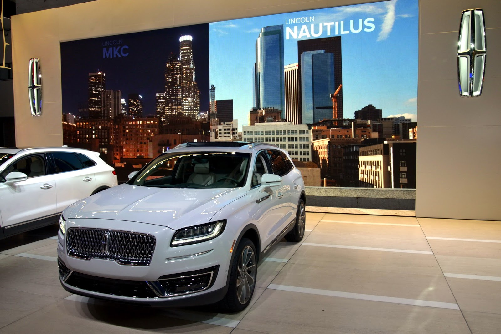 Lincoln Brings Back Names With 2019 Nautilus, A Continental-Faced ...