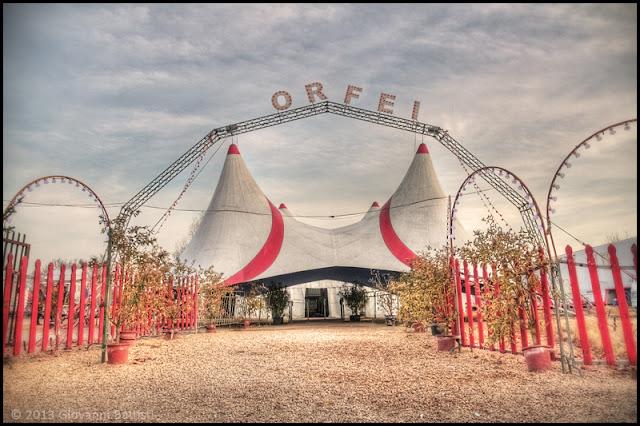 Fotografia in HDR dell'entrata principale di un circo