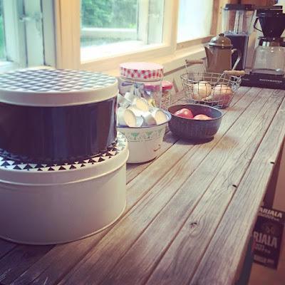 mökkikeittiö, keittiö, keittiöntaso, keittiönpöytä