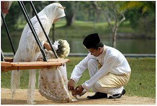 Mukmin Yang Sempurna Iman Baik Terhadap Isterinya
