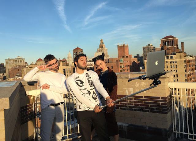 5 Cara Selfie Yang Benar Sekaligus Keren!