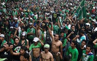 Bonek Serbu Kota Bandung Minggu 8 Januari 2017