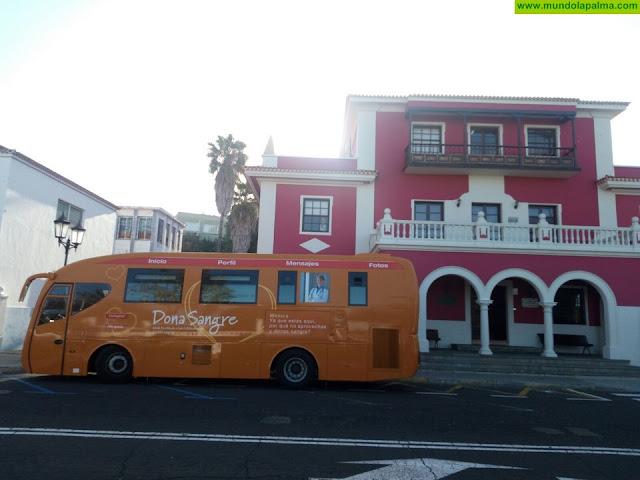 El ICHH mantiene esta semana una de sus unidades móviles en La Palma para facilitar la donación de sangre