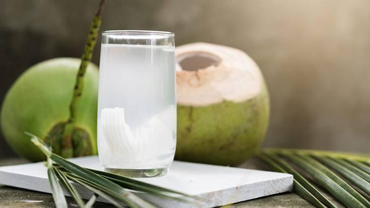 Woda kokosowa, czy warto ją pić?