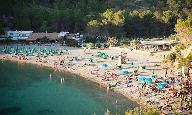 Praia Cala Benirras em Ibiza