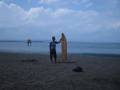 Pantai  Batukaras Merupakan sebuah pantai yang berbentuk  teluk kecil , lokasi ini sangat setrategis bagi yang gemar bermain ombak (berselancar  surfing ) dan cocok bagi yang sudah propesional maupun formula.