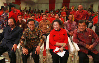 Presiden Joko Widodo, Wakil Presiden Jusuf Kalla, Ketua Umum PDIP Megawati Soekarnoputri dan Ketua Umum Partai Nasdem Surya Paloh di perayaan HUT PDI Perjuangan ke-42, pada 10 Januari 2015. - Foto: Suara Pembaruan