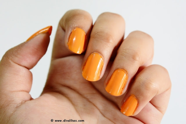 Lakme 9 to 5 Long Wear Nail Color Saffron Space Swatch