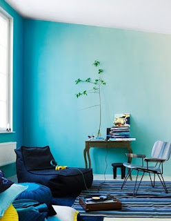wandgestaltung wohnzimmer blau