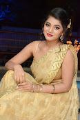 Yamini Bhaskar sizzling in saree-thumbnail-14
