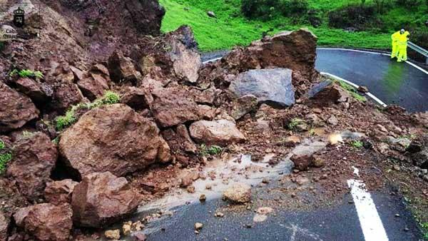 Foto de desprendimiento de rocas en carretera La Bodeguilla, San Mateo, Gran Canaria @carreterasGC