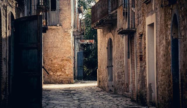 Hasil gambar untuk kota yang dikutuk di italia