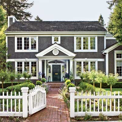 colonial style homes with garden
