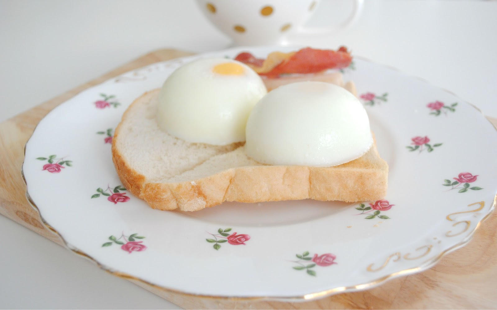 rose gold plate homeware toast bread poached egg bacon teapot tea cup breakfast