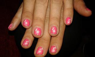 manicura rosa para uñas cortas