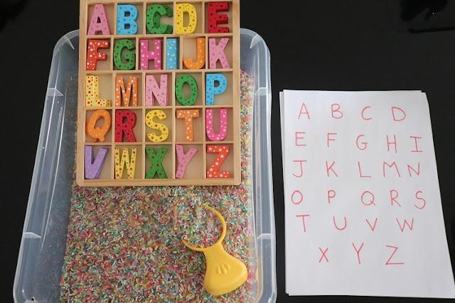 apprendre l'alphabet à un enfant