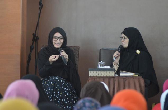 Kisah Inspirasi :  HANYA Gara-Gara Iklan Sirup Ramadhan, Gadis Cantik Memutuskan Memeluk Islam