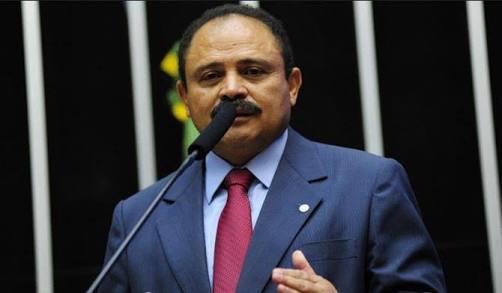 """""""O petróleo era nosso"""", afirma Waldir Maranhão ao votar contra a MP de exploração que beneficia petrolíferas estrangeiras"""