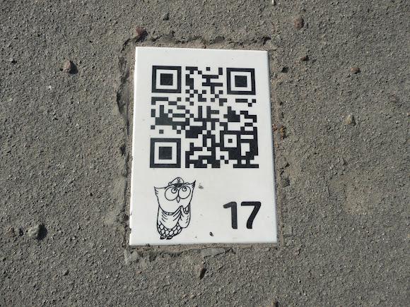 Херсон. Таблички на тротуарах біля пам'яток