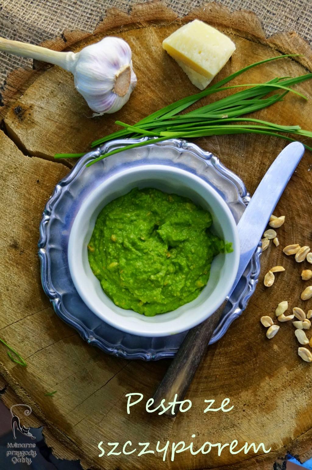 zielona-pasta-w-bialej-misce