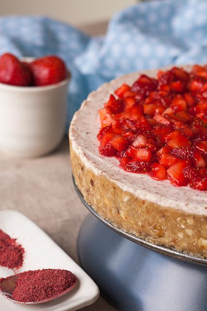 Nepečeni kolač sa sirom od jagoda