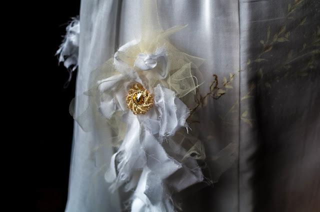 abito da sposa dipinto a mano dettaglio fiore