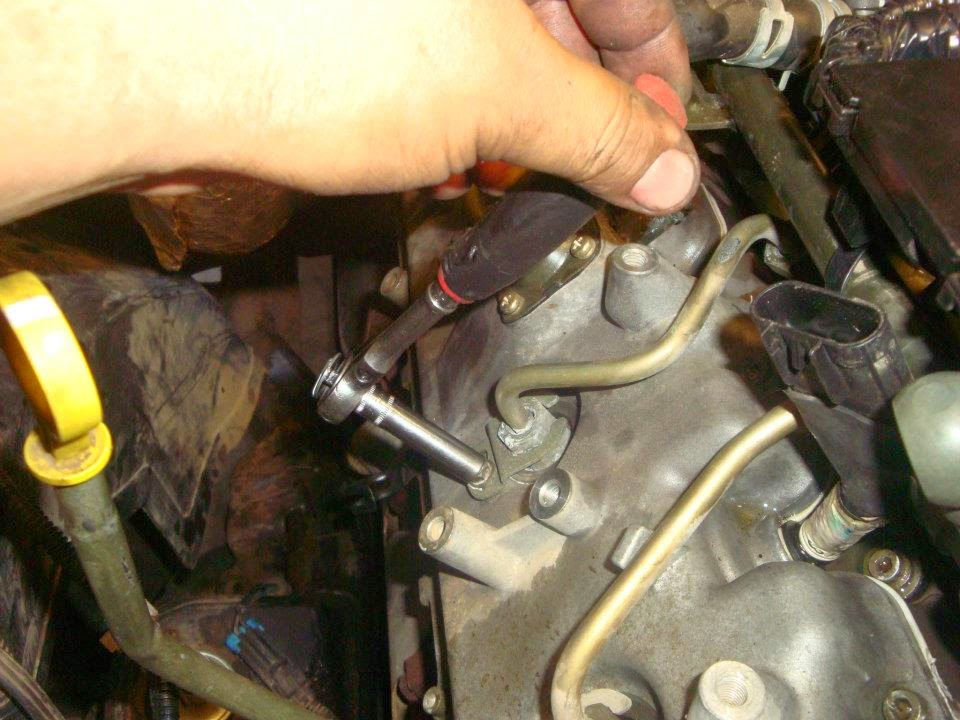remove the fuel injector keys