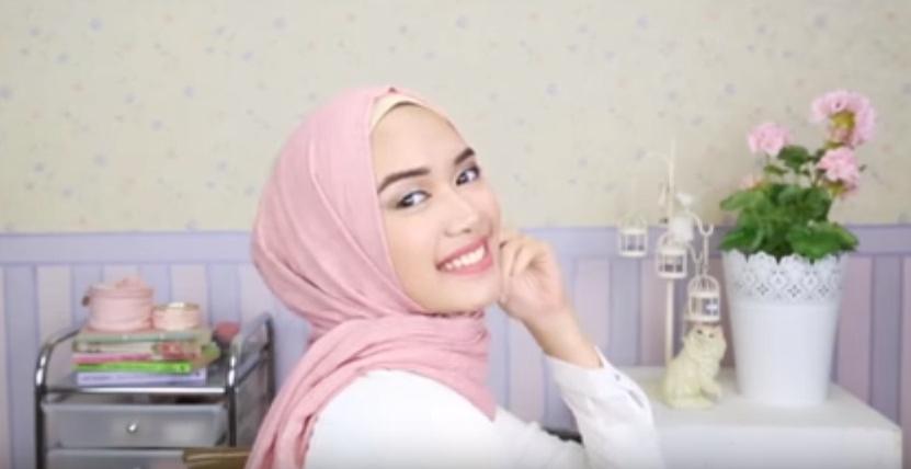 Tutorial Hijab `Anti-Ribet` untuk Silaturahmi