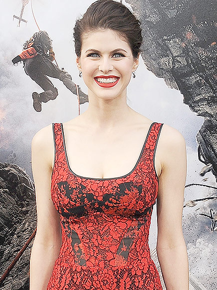alexandra-daddario-high-quality-red-pic