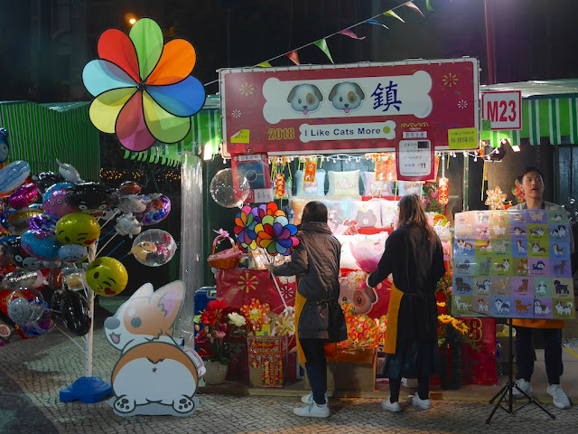 "stall selling dog-themed items with the slogan ""I Like Cats More"""