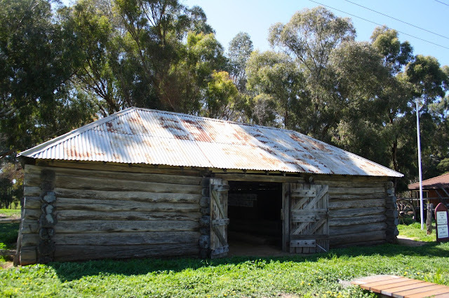 Carisbrook Log Gaol