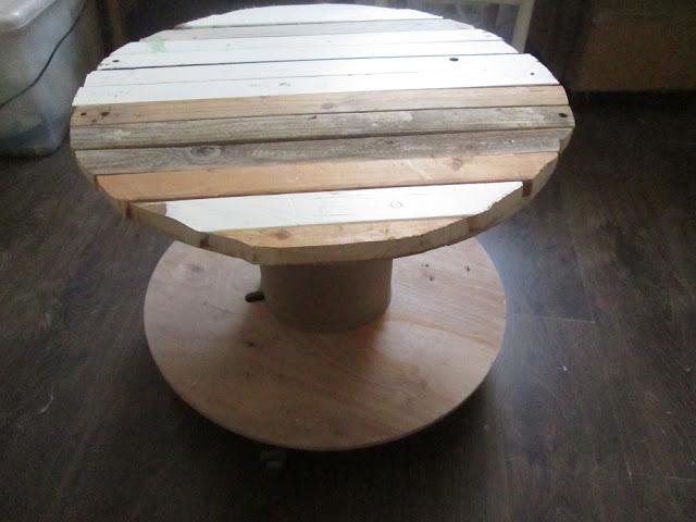 IMG 0145 - שולחן קפה מסליל חוטי חשמל