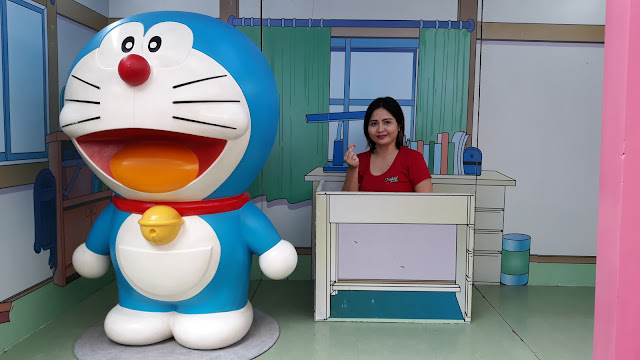 Doraemon van transports to nobita's room thru the Dokodemo Door (Anywhere Door)! There is also a freedom wall at the back where you can share your thoughts.