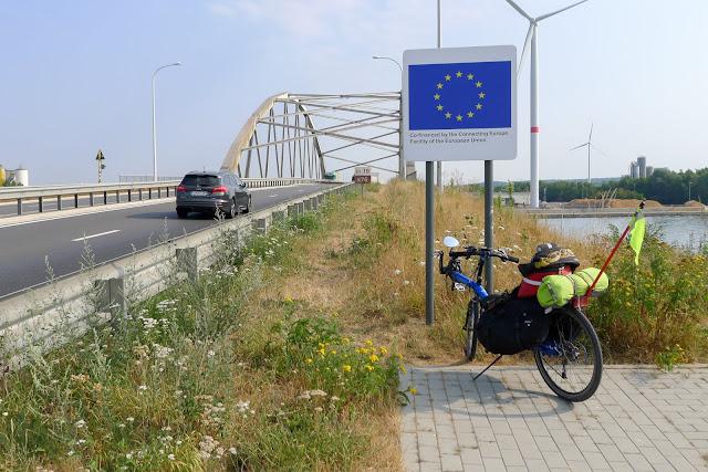 Tour de la Belgique en vélo,pont inachevé