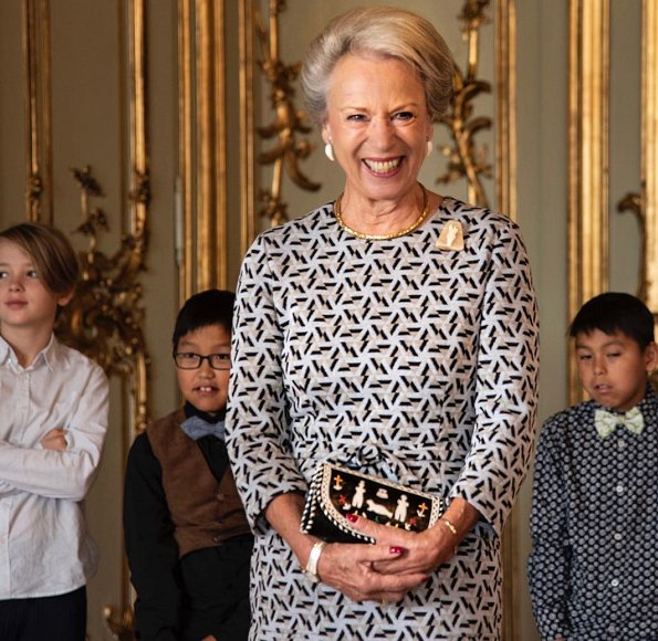 Princess Benedikte met with exchange students from Greenland and their Danish hosts from Gentofte Municipality. Benedikte wore print dress