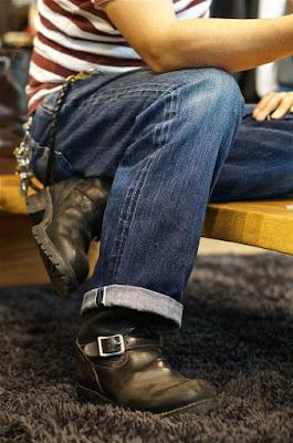 ブラックカウハイドを纏ったオールスタンダードのボス。履き込み期間は8年。